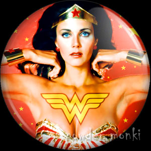 Wonder Woman - Retro Cult TV Badge/Magnet [2]