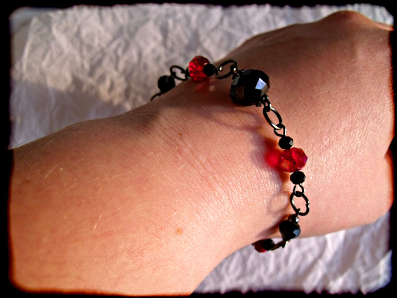 Black Red Faceted Crystal Bead & Gunmetal Bracelet - Click Image to Close