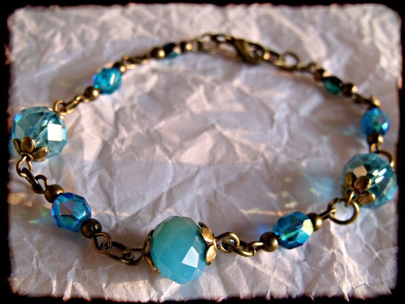 Blue Faceted Crystal Bead & Bronze Bracelet