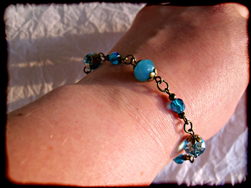 Blue Faceted Crystal Bead & Bronze Bracelet - Click Image to Close