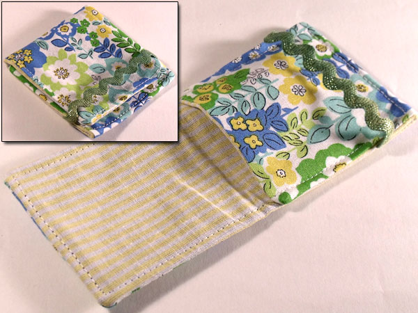 Mini mp3 Pouch - Apple Green & Light Blue Floral & Ditsy