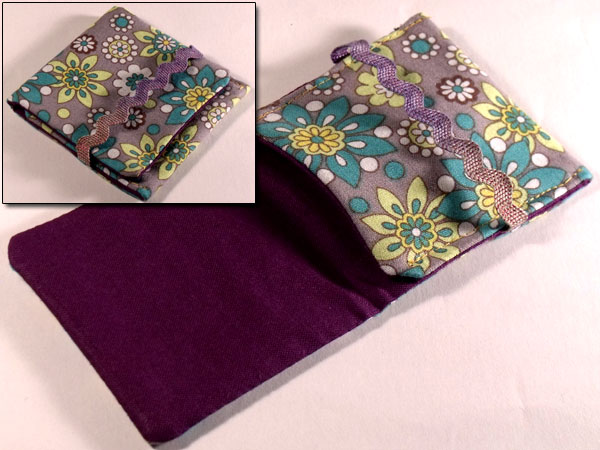 Mini mp3 Pouch - Dazzling Summer White & Green Florwers on Slate