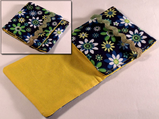 Mini mp3 Pouch - Dazzling Summer White & Green Florwers on Navy