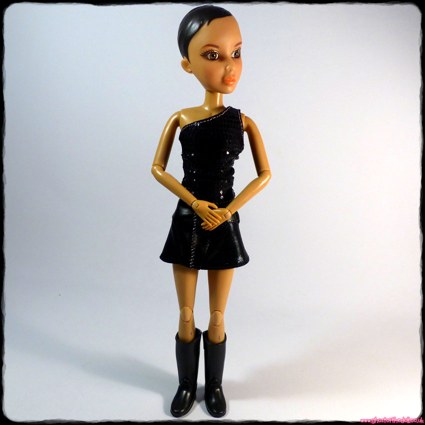 "Liv ""Daniela"" Articulated Doll Brown Eyes (Spin Master 2009)"