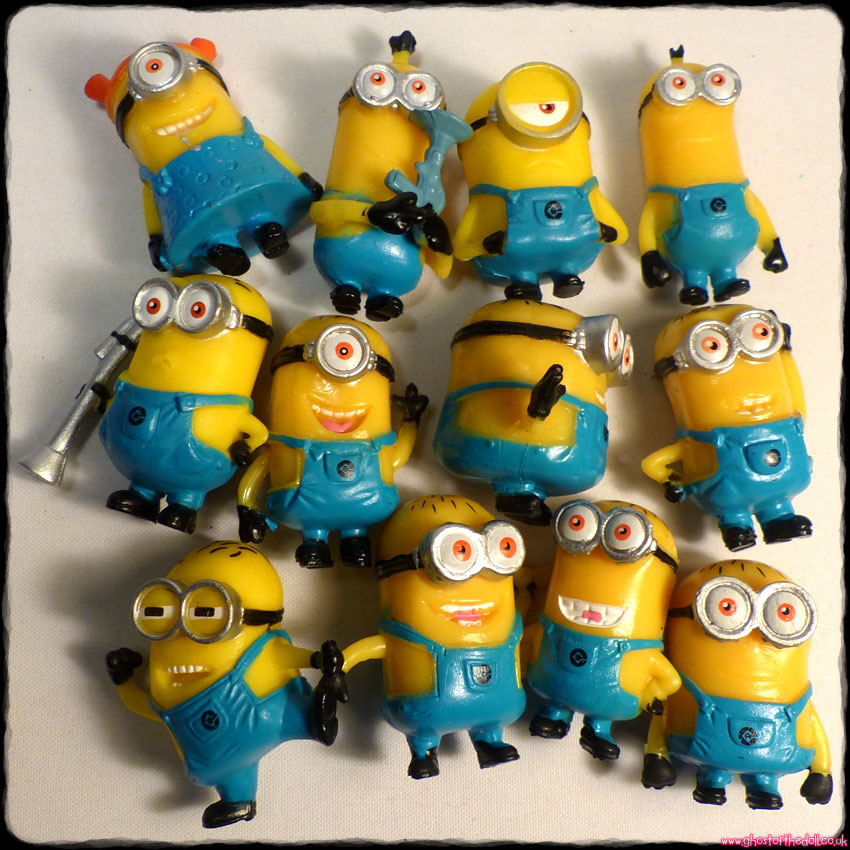 "DESPICABLE ME: Minions ~ 1.5"" Mini Figures Bundle x 12 Cake Toppers"