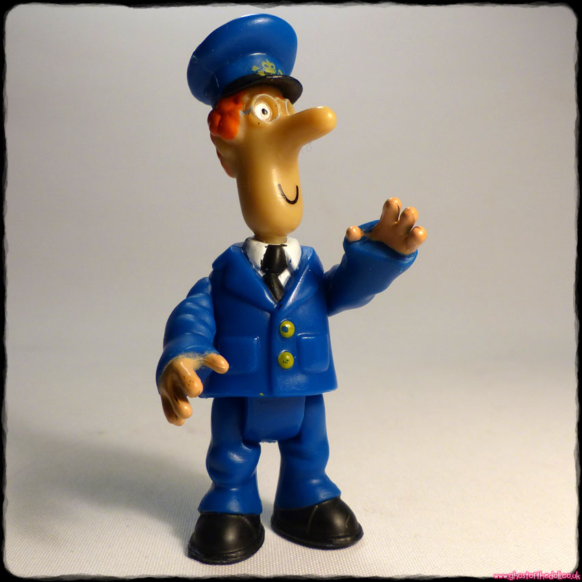 "POSTMAN PAT ~ Mini Poseable 3"" Figure + FREE BADGE! (ER 2008) - Click Image to Close"